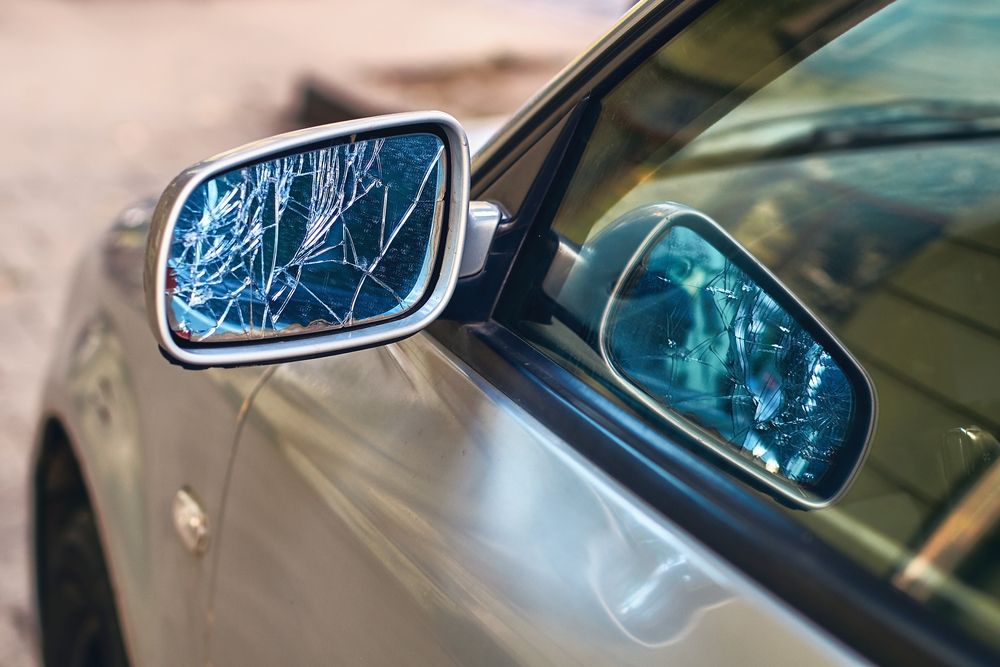 Why You Need Professional Auto Side Mirror Glass Replacement In Arlington